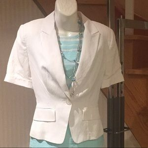 NWOT Structured white linen blend collared blazer.